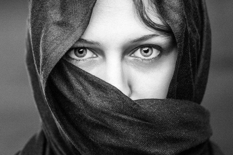 portrait artistique  femme foulard studio nantes